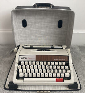 Vintage Brother Deluxe 1510 Typewriter 70s Faux Wood Vibes Repeat Spacer.