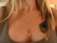 Idée cadeau bijou fantaisie , collier chaine dorée , plume et perles turquoises