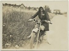 65/342 FOTO MOTORRAD MOPED ROLLER ? FRAU COOLE MOTORRAD KLEIDUNG JAHR 1929