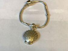 Concha De Mar TG127 en una pulsera serpiente plata rodio plateado