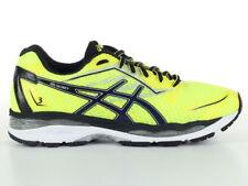 Scarpe sportive da uomo giallo alta visibilità in strada