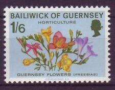 Postfrische Briefmarken aus Großbritannien mit Blumen-Motiv