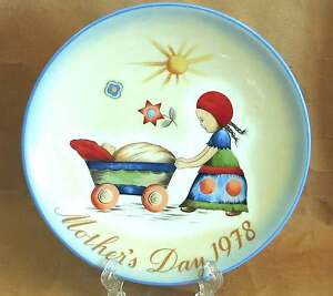 "Schmid Mother's Day Plate ""AFTERNOON STROLL"" Sister Berta Hummel 1978 FREE SH"