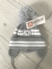 Baby Hat With Large Pom Pom . Ander Grey / White Hat . 0-3 Years . NEW
