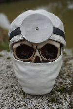 SK253 A  TETE MORT  FIGURINE  CRANE DOCTEUR CHIRURGIEN  GOTHIQUE SKULL