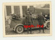 Original Foto / ..Soldaten vor Kübelwagen stehend