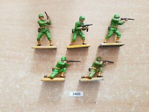 Britains Deetail WW2 American Infantry 5 figures, tan bases (lot 3466)