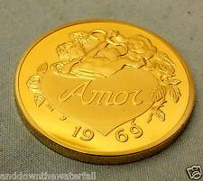 Love Heart Gold Coin médaille map of World Word dans de nombreuses Langues Allemand Français