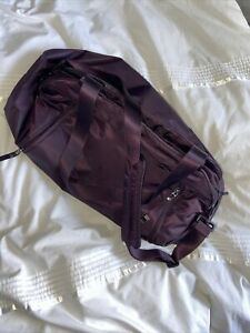 Nike Women's Gym Bag Purple With Shoulder and Carry Straps. Medium size