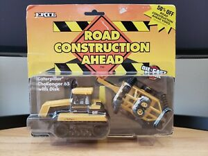 Ertl Road Construction Ahead Caterpillar Challenger 65D Tractor with Disk 1:64