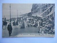 """CPA """"Cabourg - Boulevard des anglais - Sur la terrasse du grand hôtel"""""""