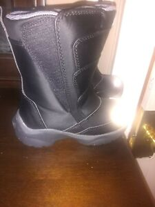Toddlers boys snow boots size 11