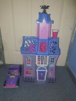 Vampirina House Castle Scare B&B Rare Playset - Figures and Car