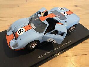 FORD GT 40 N°6 - 1969 Le Mans Winner GULF Modellauto 1:18 Metall OVP und Sockel