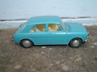 SPOT ON TRIANG #262 MORRIS 1100 REPAINTED BONNET SEALED DOES NOT OPEN