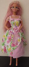 Vintage MATTEL 1976 Barbie Doll long rose paillettes cheveux au printemps pétales Robe