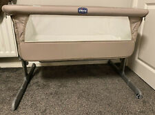 Chicco Next2Me Bedside Crib - Includes Carry Bag, Mattress & 2 Sheets - Neutral