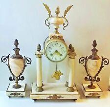 Pendule à colonnes en marbre blanc et bronze doré style Louis XVI - XIXème