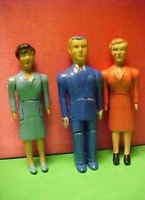 Dollhouse Renwal 2 Mothers & 1 Father People Figures