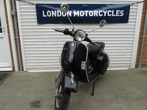 Vespa PX 125 2016 Only 3k miles, 1 Owner from new, Shiny gloss black,