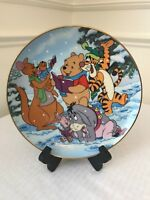 A SINGING SORT OF HOLIDAY PLATE 16889A 100 ACRE WOOD HOLIDAY (WINNIE THE POOH)