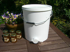 Beekeepers 20 Litre HONEY SETTLING TANK with valve