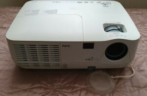 NEC NP110G Projector - 95% Lamp Hours Remaining