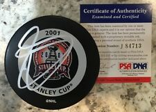SIGNED GAME PUCK COLORADO AVALANCHE JOE SAKIC PSA/DNA 2001 STANLEY CUP