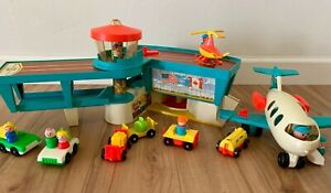 Complete Great Shape Fisher-Price Little People Play FAMILY AIRPORT #996