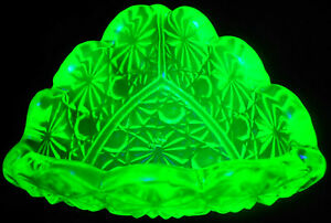 Green vaseline glass daisy button salt cellar dip holder uranium triangle candle