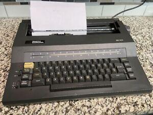 Smith Corona SE 100 Electric Typewriter w/ Carrying Case (word eraser) WORKS!