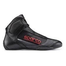 Bottes et chaussures sport rouge pour automobile