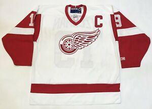 CCM Detroit Red Wings YZERMAN #19 NHL Hockey Jersey Men XL White Sewn Canada
