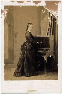 Cabinet Maria Antonietta Borbone Countes Caserta during his hexile December 1871