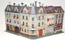 Diorama H0 Kibri Fachwerk Stadthaus Zeile mit Eckhaus Top gealtert und Patiniert