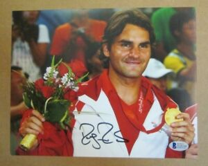 RARE ROGER FEDERER AUTO SIGNED 8 x 10 PHOTO COA FROM BECKETT TENNIS ROYALTY