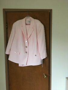 24W PLUS SIZE PINK LE SUIT TWO PIECE SKIRT SUIT - NEW WITH TAGS
