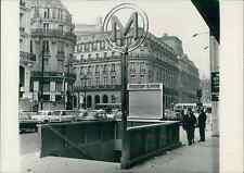 Paris, nouvelle entrée de station de métro Vintage silver print Tirage arg