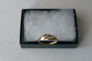 BEAUTIFUL 9CT SOLID YELLOW GOLD WITH 6 DIAMONDS RING SIZE O IN GIFT BOX