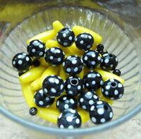 Joli lot colliers perles Noires à pois et Jaune1950 à ré-enfiler genre MURANO