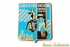 "VESPA IN METALLO-PLACCA ""SIP SCOOTER customshow paese montagna 2013"" - badge smalto"