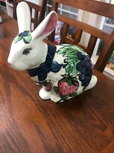 Vicki Carroll Pottery Bon Appetit Bunny Rabbit 9 in RARE Retired Vintage