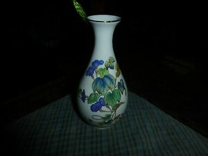 """Vintage FLORAL & IVY PORCELAIN VASE 6"""" Tall Made In Taiwan"""