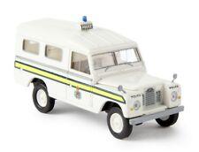 Brekina 13763 - 1/87 Land Rover 109 (Geschlossen) - Police Guernsey - Neu