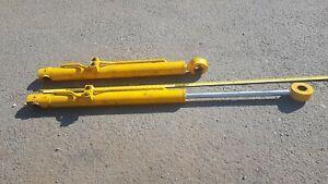 pair of hydraulic rams