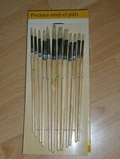 Set de 12 pinceaux rond et plat de la marque MILOMEX..