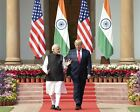 PRESIDENT DONALD TRUMP WITH INDIA PRIME MINSTER IN 2020 - 8X10 PHOTO (BT294)