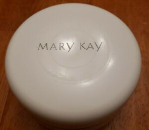 Mary Kay Exquisite 3 OZ Dusting Powder NOS