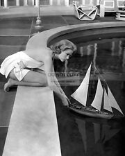 """GRACE KELLY IN THE FILM """"HIGH SOCIETY"""" - 8X10 PUBLICITY PHOTO (ZZ-122)"""