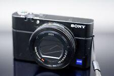 Sony Cyber-shot DSC-RX100 20.1 MP Digitalkamera - Schwarz; Zubehörpaket; TOP